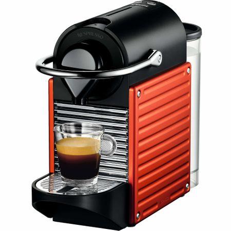 Prepara o cafea buna cu un espressore de cafea cu capsule de la Nespresso Pixie Red
