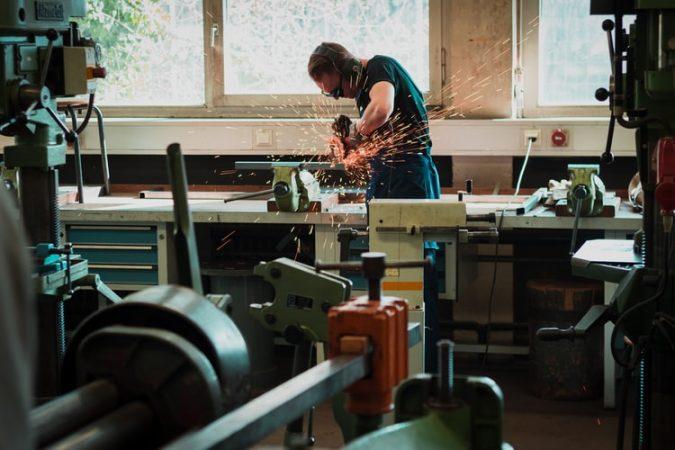 Completeaza setul din atelierul tau cu un aparat de sudura cu sarma, ieftin si de calitate!