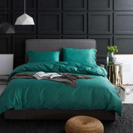 Integreaza o lenjerie de pat din bumbac satinat pentru un somn linistitor.