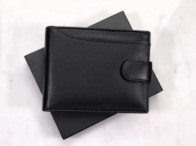 Portofelul negru din piele naturala Moseby se bucura de numeroase spatii de depozitare pentru carduri, carti de vizita, monede si bancnote!