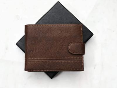 Austin este un portofel din piele naturala pentru barbati cu pret extrem de bun. Este maro si rezistent la utilizare indelungata!