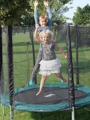 Descopera cea mai buna trambulina pentru gradina, menita sa iti usureze antrenamentele fizice de zi cu zi!