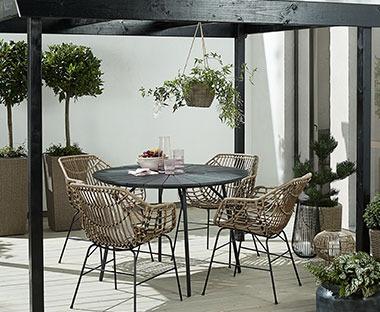 Integreaza cu incredere cea mai buna o masa pentru gradina ta, pentru a le oferi invitatilor tai cele mai bune conditii!